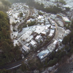 雪がうっすら積もった御岳渓谷の景色